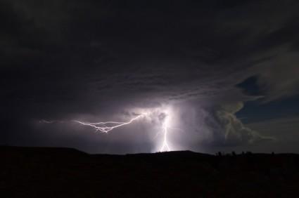 lightning-dancing-across-sky